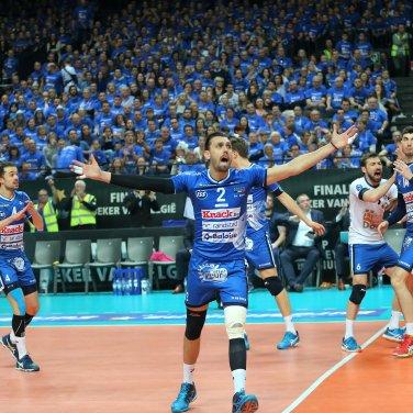 Antwerpen : Sportpaleis Volley beker finale : Knack Roeselare - Noliko Maaseik : Roeselare win t Hednrik Tuerlinckx met 3-0 foto VDB / BART VANDENBROUCKE