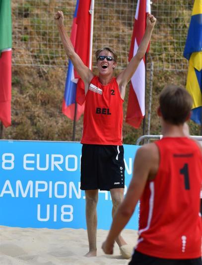 équipe belge célébrant le point